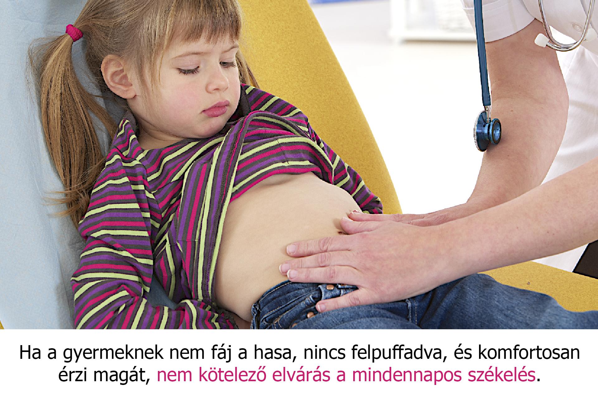 Orvos vizsgálja a kislány pocakját